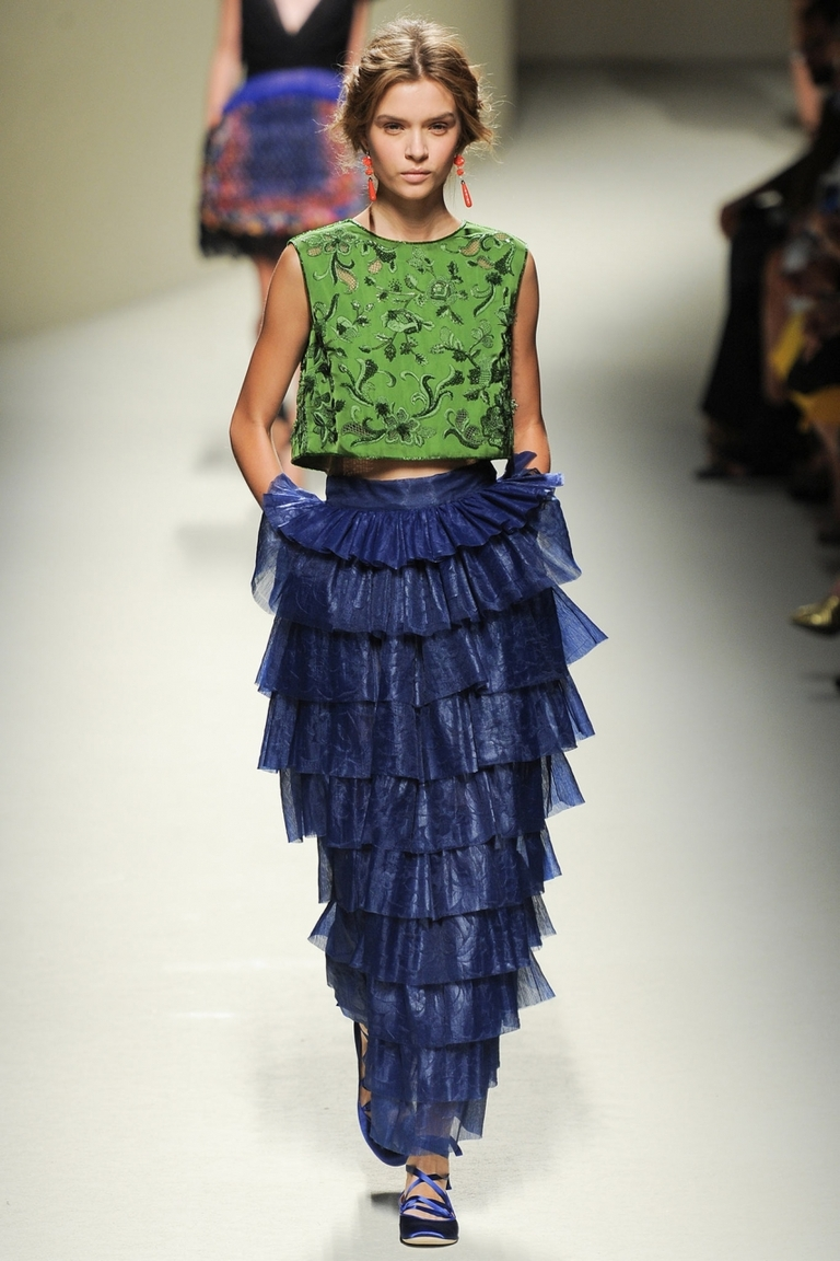 Длинная юбка с оборками с чем носить