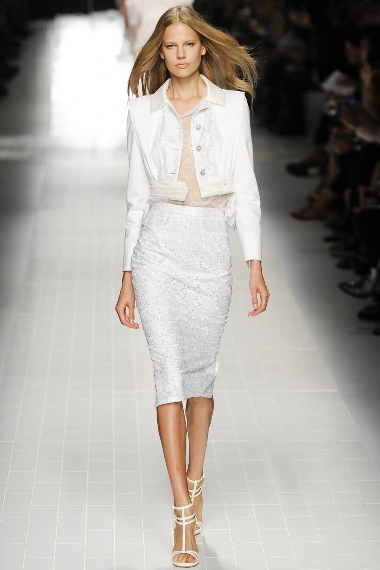 Белая юбка выше колена