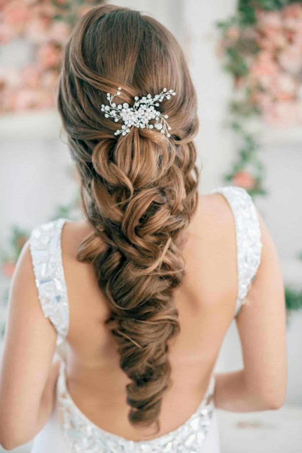 Греческая прическа на длинные волосы с цветами