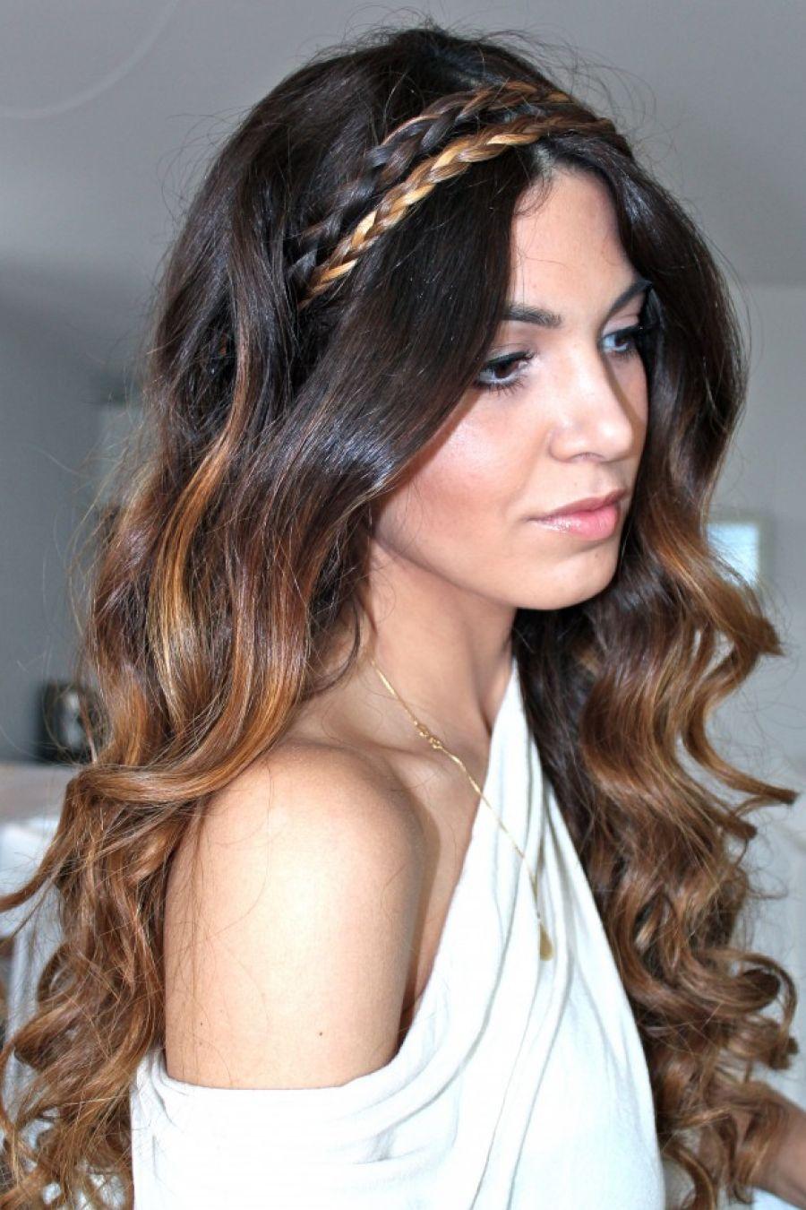 греческая прическа на кудрявых волосах.