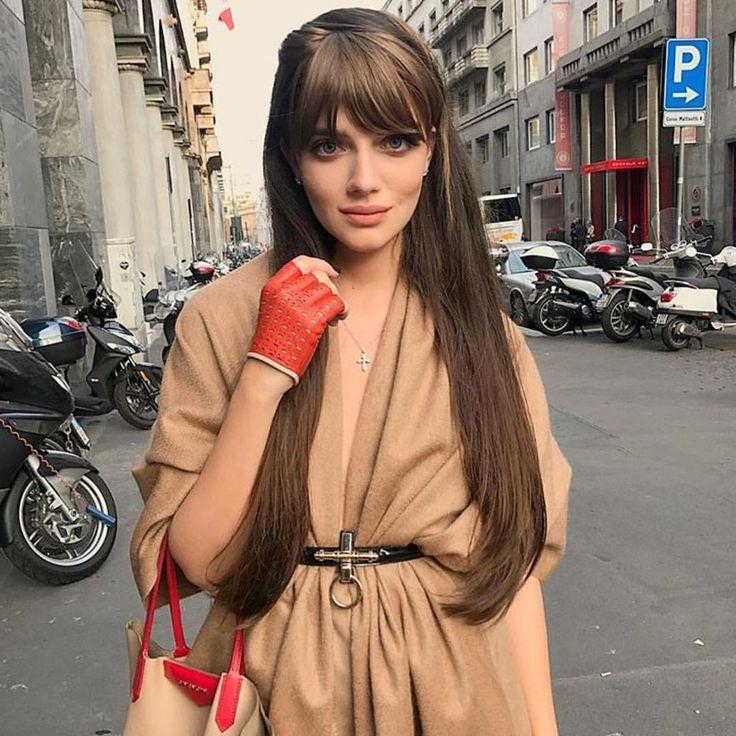 фото модных стрижек на средние волосы каскад с длинной чёлкой