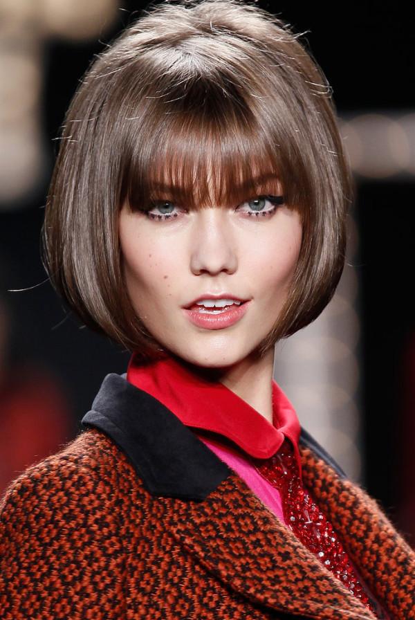 фото модных стрижек на средние волосы каре с чёлкой
