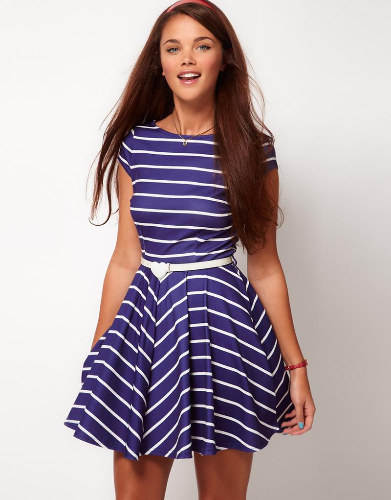 Платье в полоску и горошек