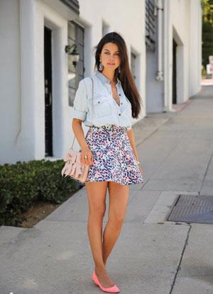 С чем носить короткие юбки летом