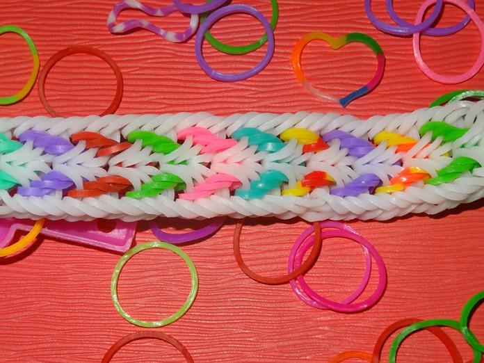 Браслет из резинок на рогатке: Котильон – схема, фото