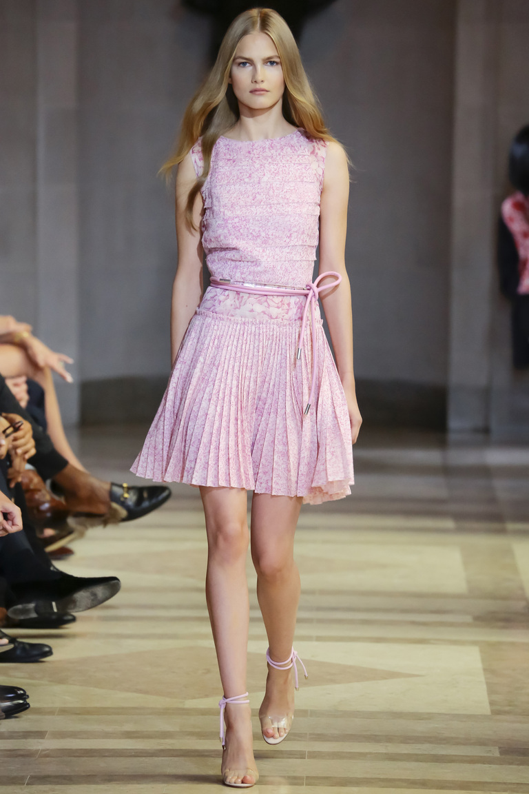 66ddc714d45 Нежно-розовое коктейльное платье 2016 – фото новинки в коллекции Carolina  Herrera