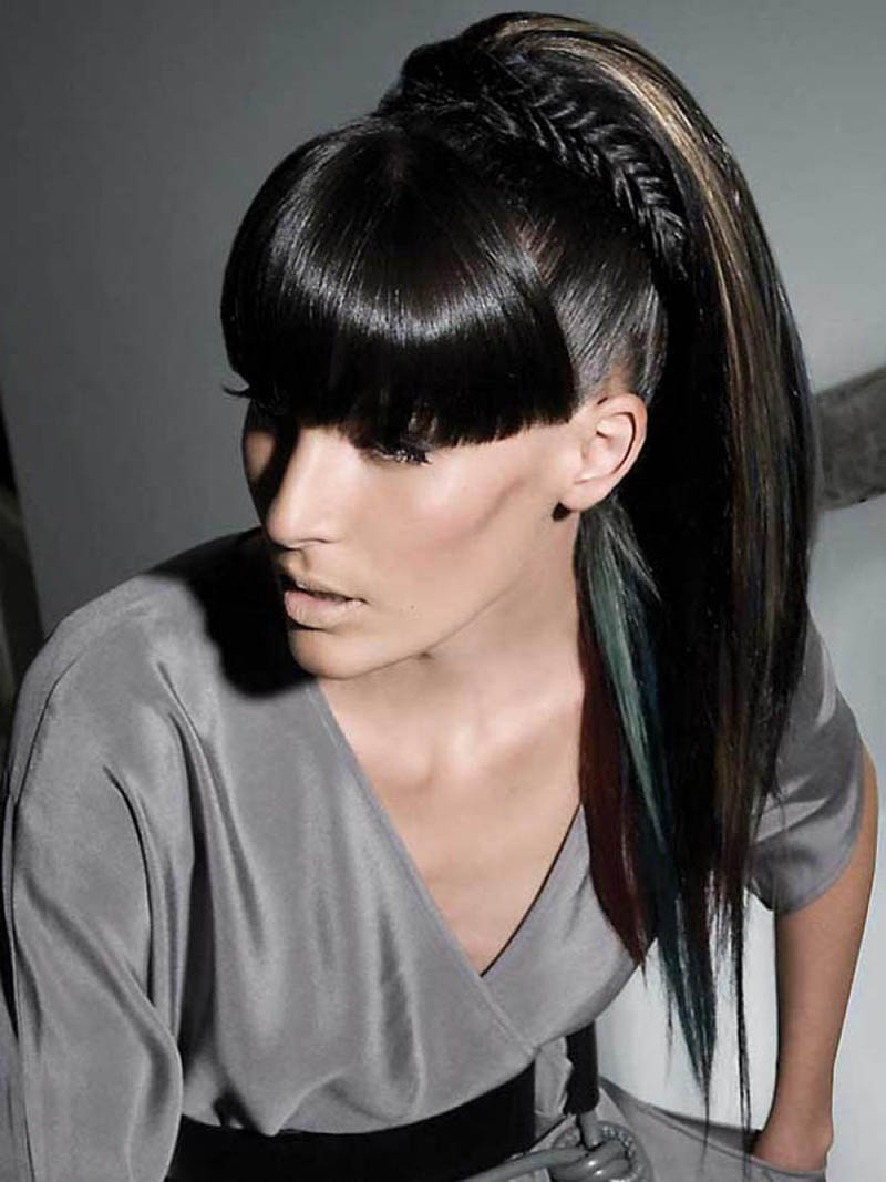 длинные волосы с прямой густой челкой