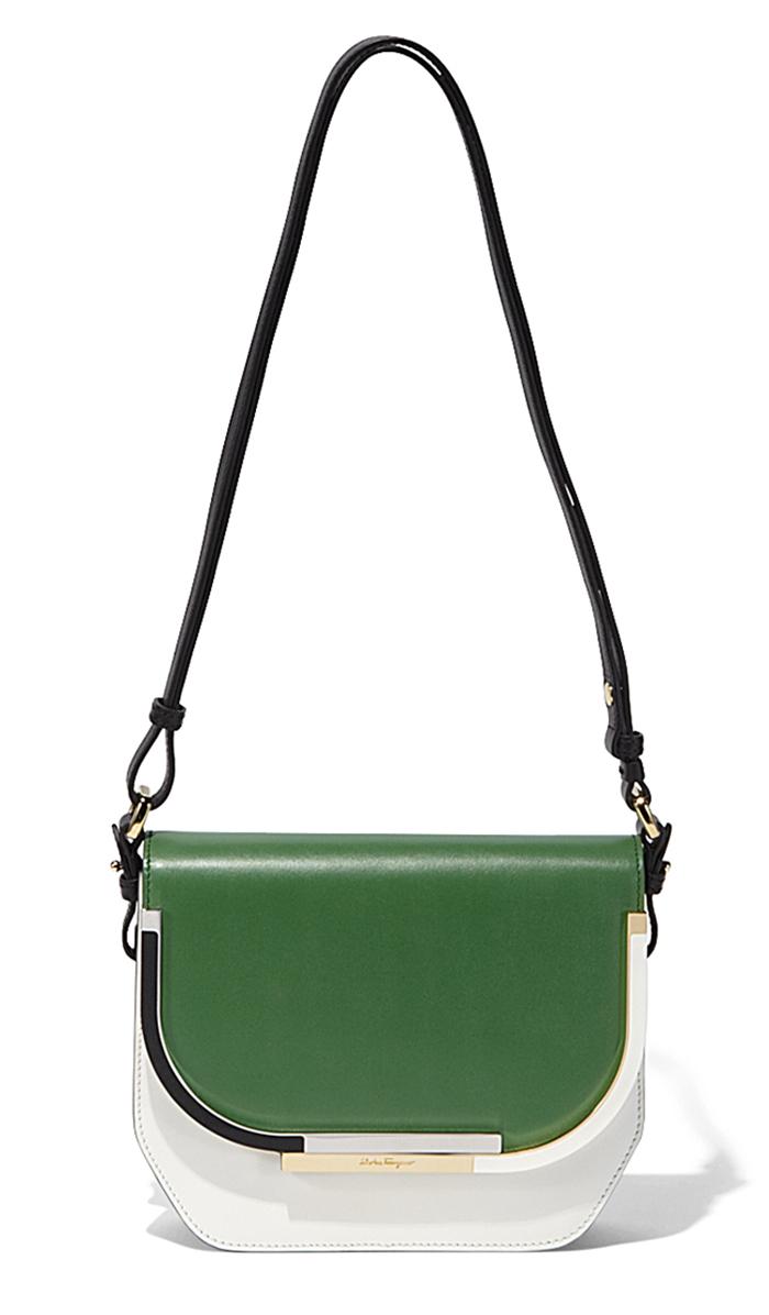 2aa97129be9a Зеленая модная сумка на длинной ручке – фото новинка от Salvatore Ferragamo