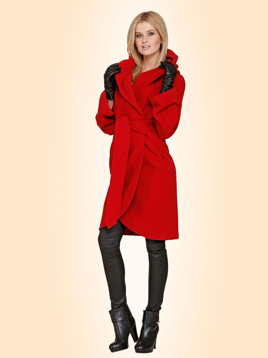 Элегантная модель модного пальто с капюшоном – фото новинки сезона