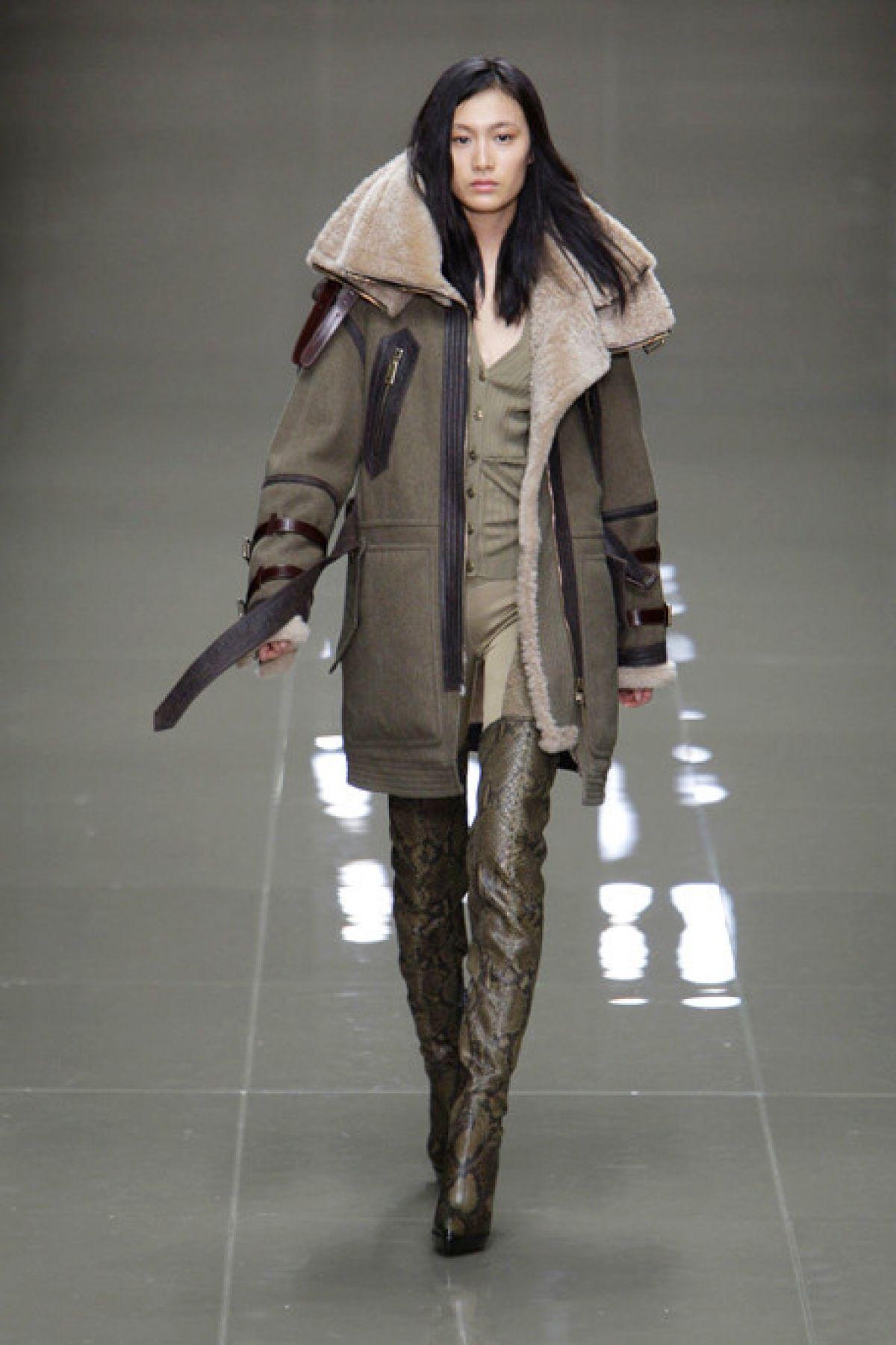 f4b34930624 Модель пальто на синтепоне в стиле милитари – фото новинки и тренды сезона