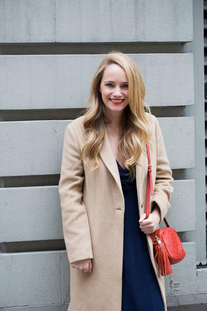 Длинное пальто из 90-х. Приветствуем новую модную модель пальто. Та-дам. Длинное пальто. С ним составляют невероятные луки, например, с кроссовками. С чем носить длинное пальто?