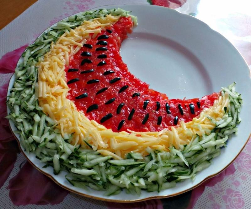 ukrashenija-bljud-10 Оформление блюд к праздничному столу в домашних условиях (38 фото): сервировка салатов и других блюд своими руками