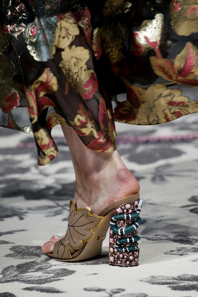 нравится мне показ босоножек в домах моды фото что евгений наконец-то