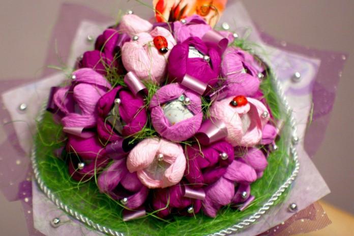 Цветы из конфет. Учимся делать шикарные букеты.