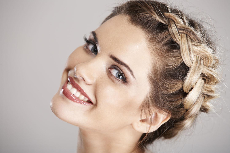 Косы и плетения – модные прически с длинными волосами