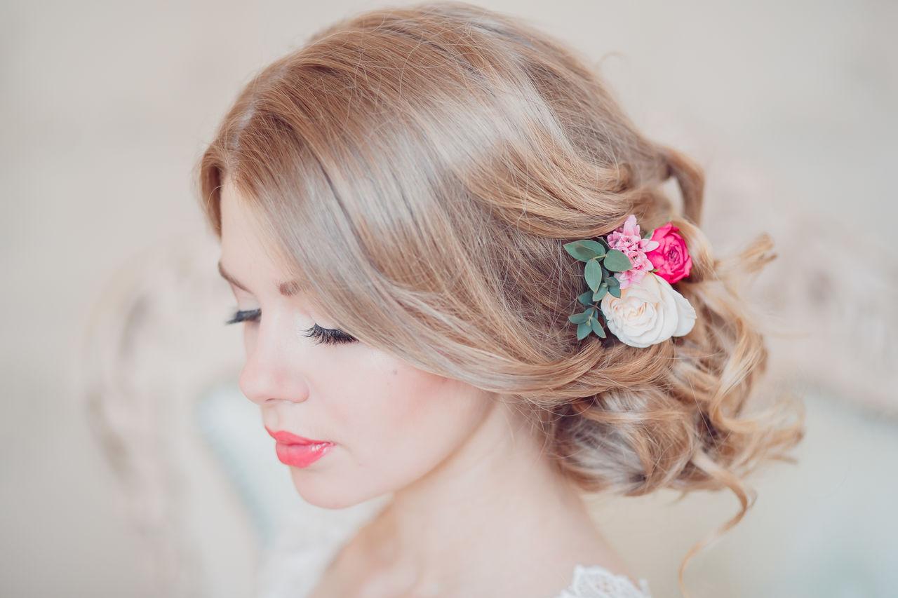Длинные волосы и прически с цветами