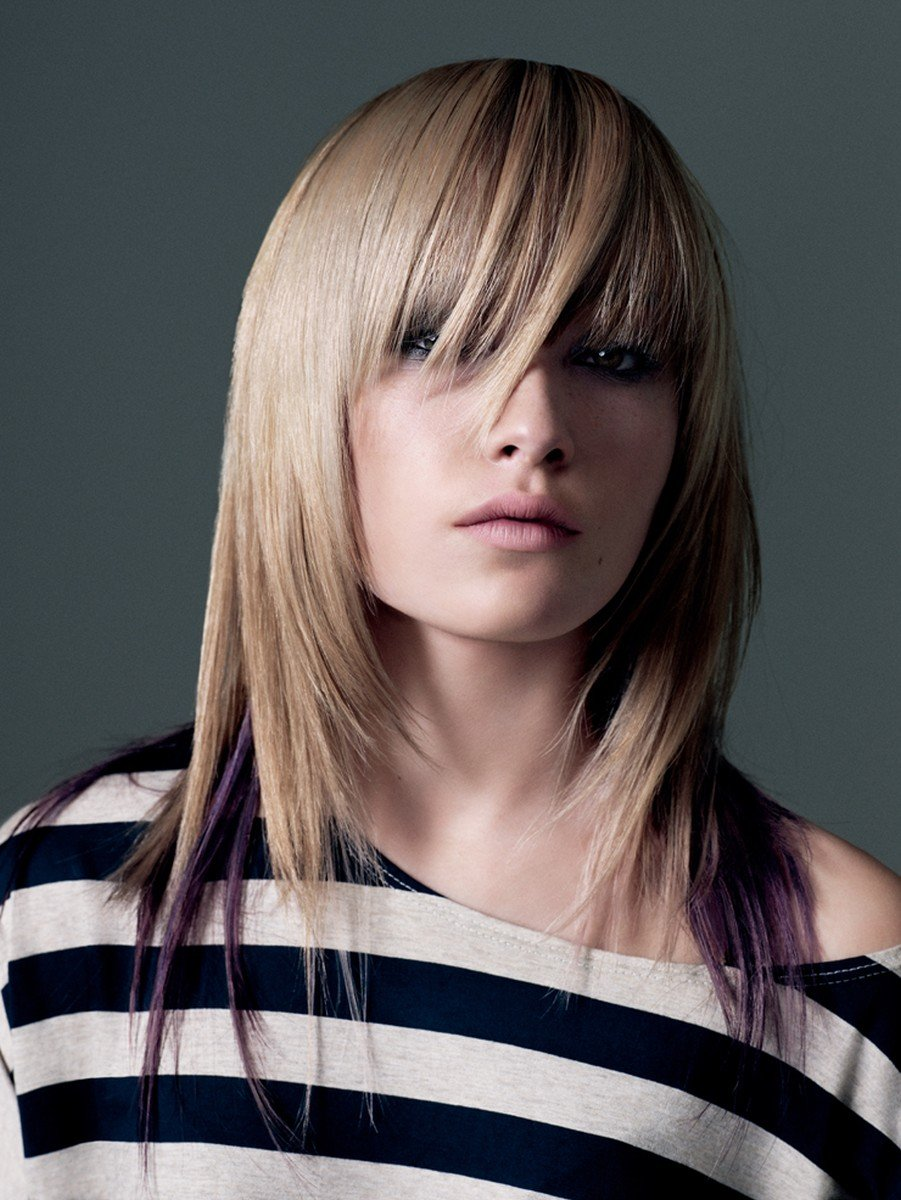 градуированный каскад на средние волосы с ассиметричной челкой
