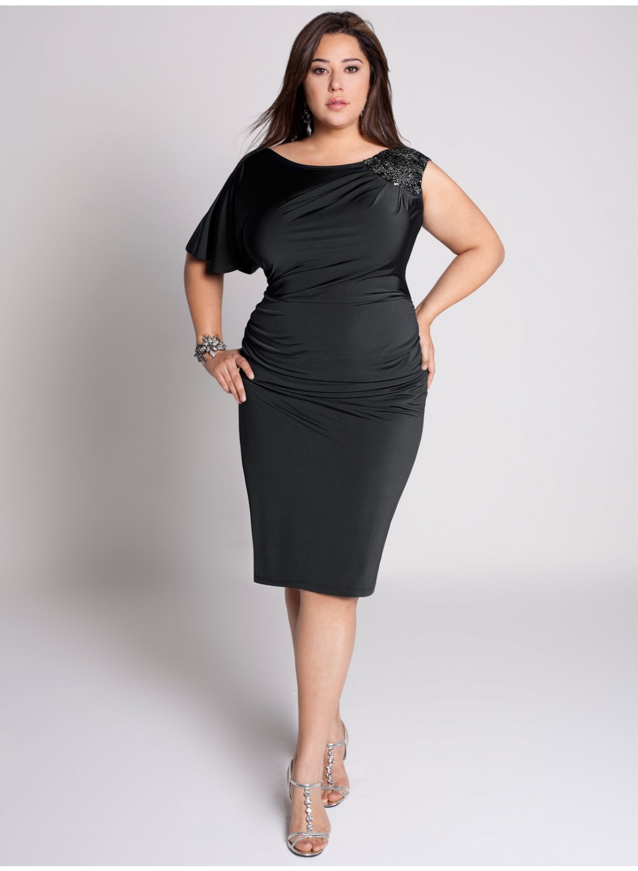 платье футляр визуально удлиняет ноги и делает полные ноги более стройными и худыми