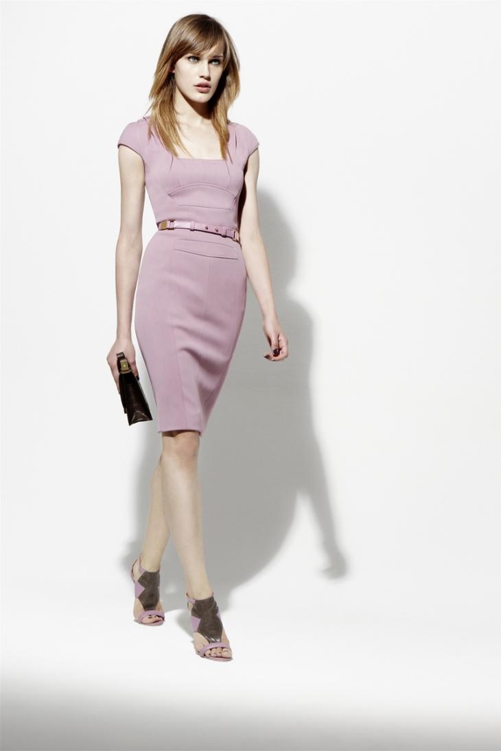 Нежное платье футляр - популярный фасон платья, модный фасон платья 2020