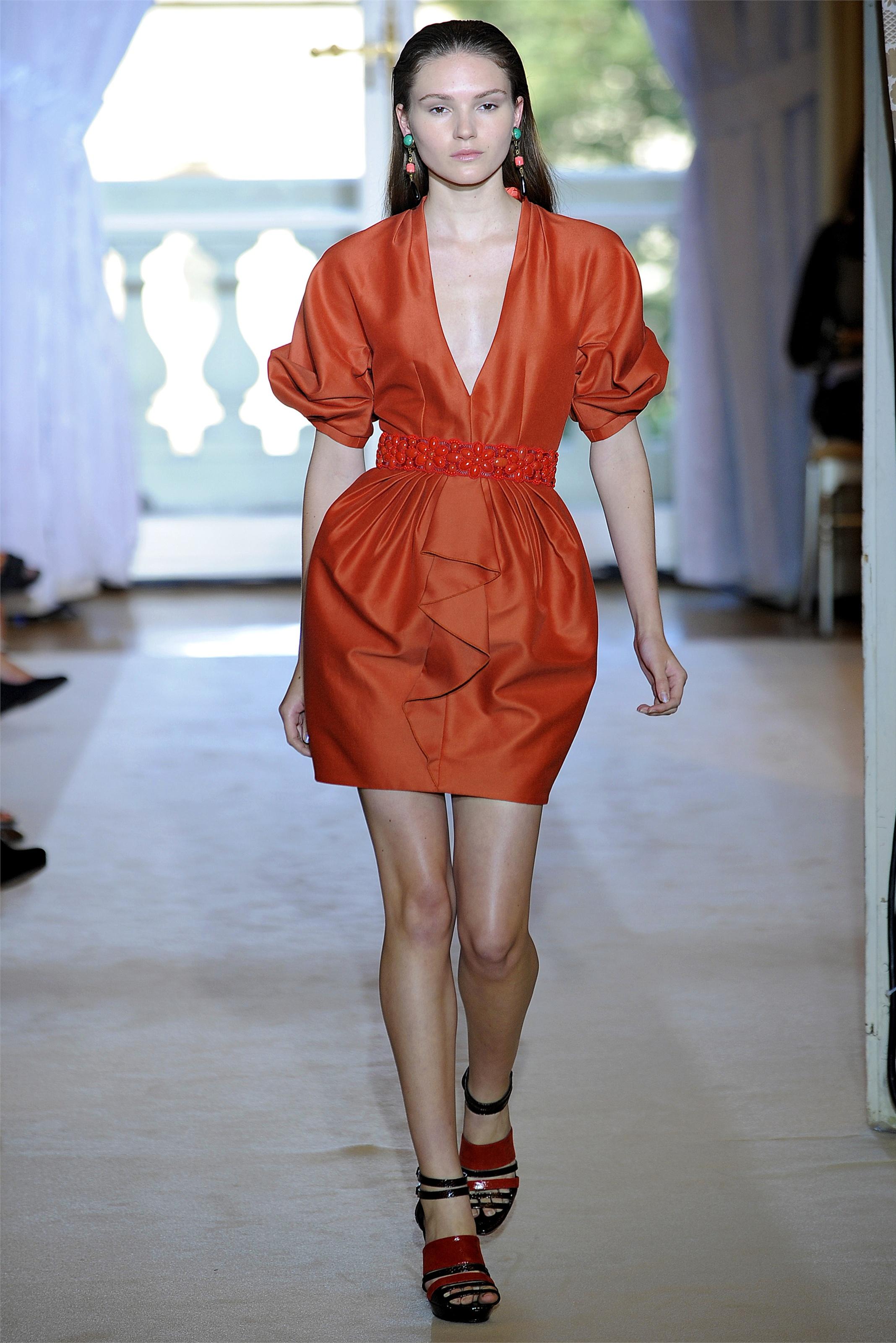 Фасон платья баллон, модная модель платья 2020