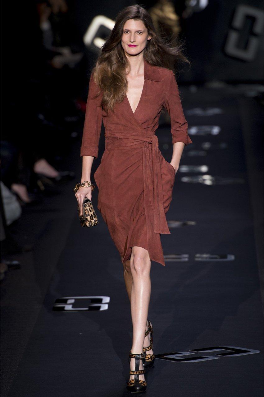 Модный фасон платья с запахом, какие модели платья модные в 2020 году