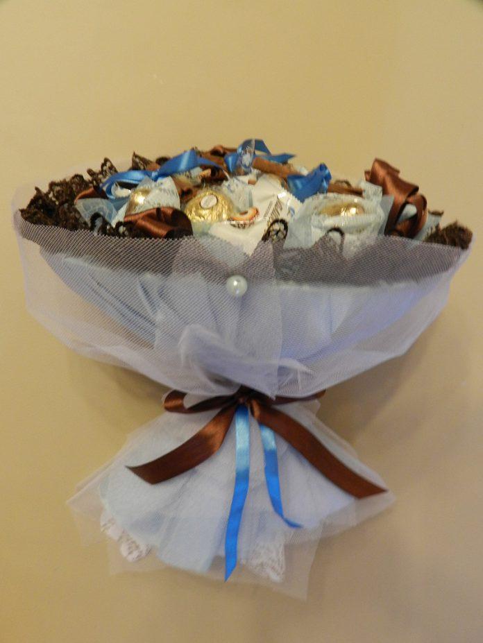 Как сделать букет из конфет с корицей своими руками?