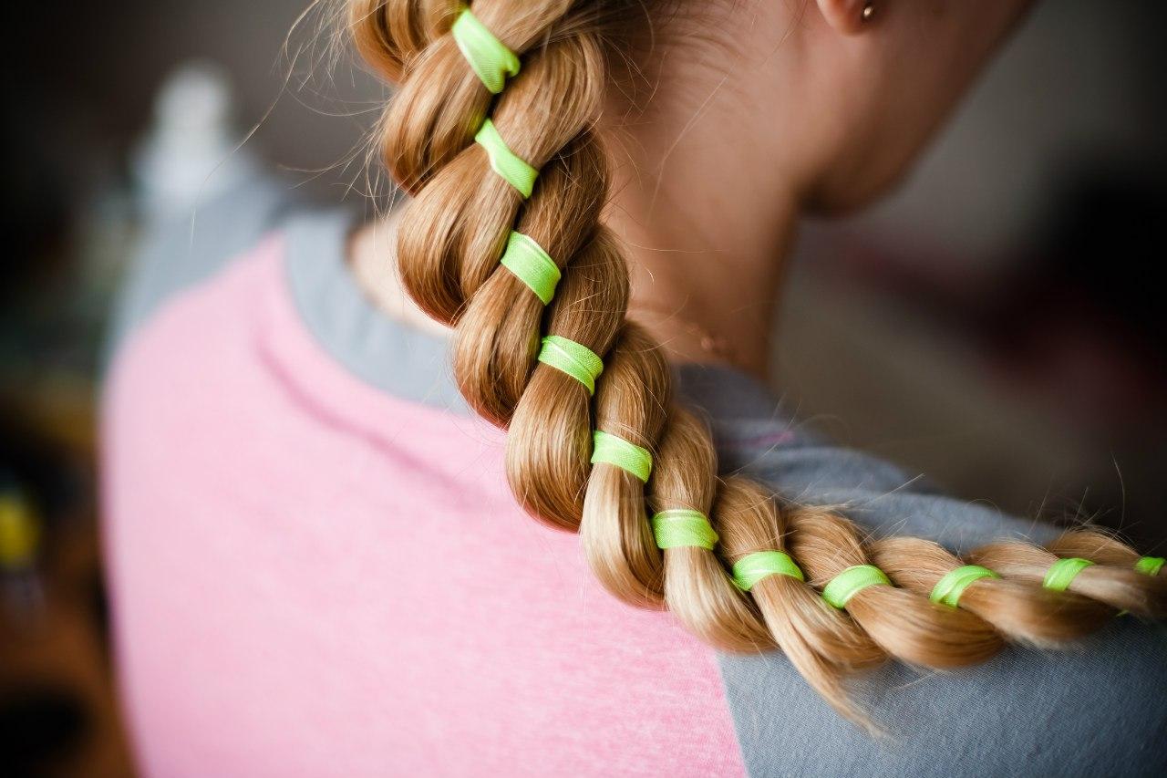 модное плетение косы со средними волосами -оригинальная коса на средние волосы.