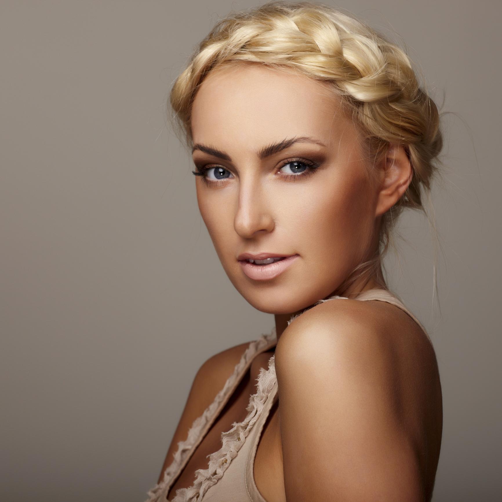 модное плетение косы со средними волосами -корона – оригинальная коса на средние волосы.