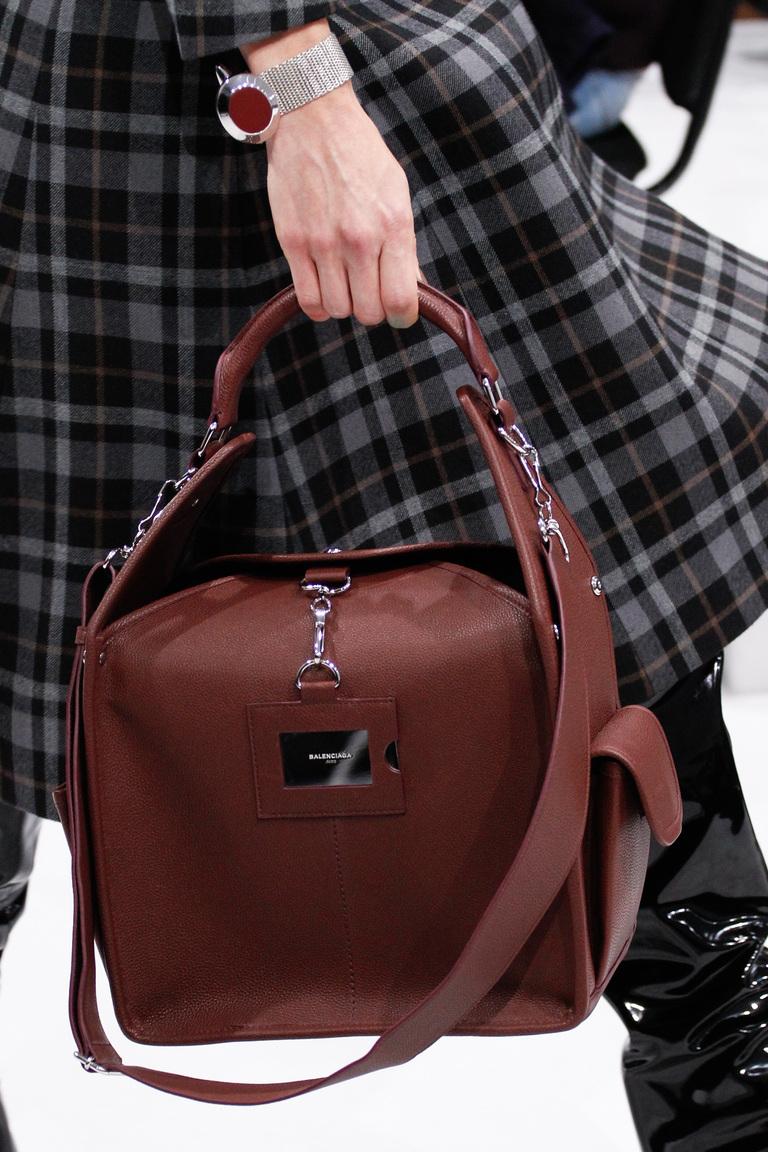 0550f25f080a На фото: модная модель сумки осень-зима 2016-2017 из коллекции Balenciaga.