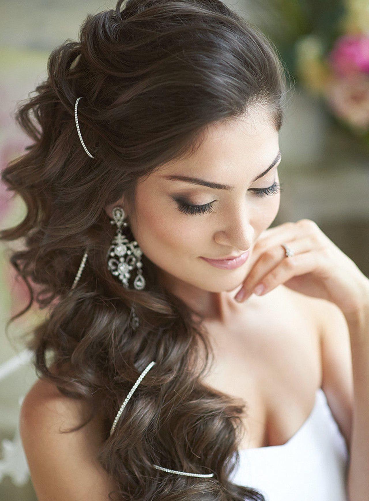 красивые прически на длинные волосы - Легкие локоны: простота и естественность.