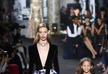 Одинаковая одежда для мамы и дочки: тренд семейных коллекций
