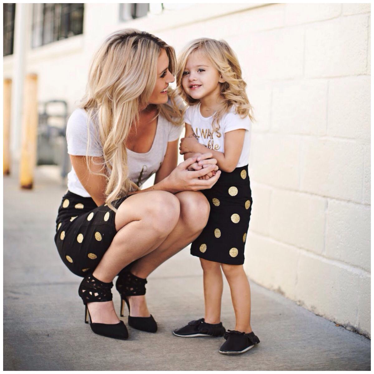 Картинки по запросу Мамы и дочки в одинаковых нарядах