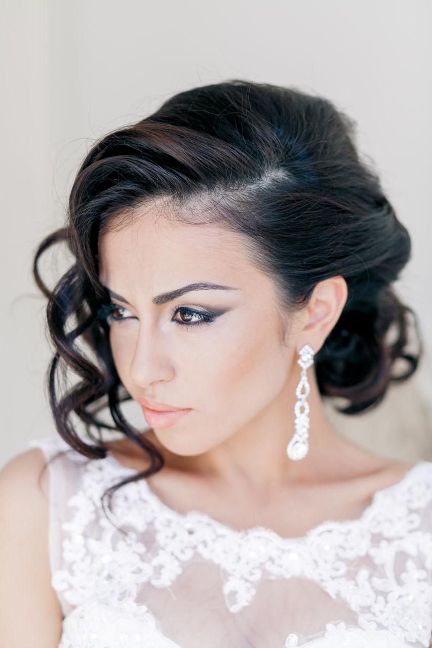 самая простая свадебная прическа с короткими волосами.