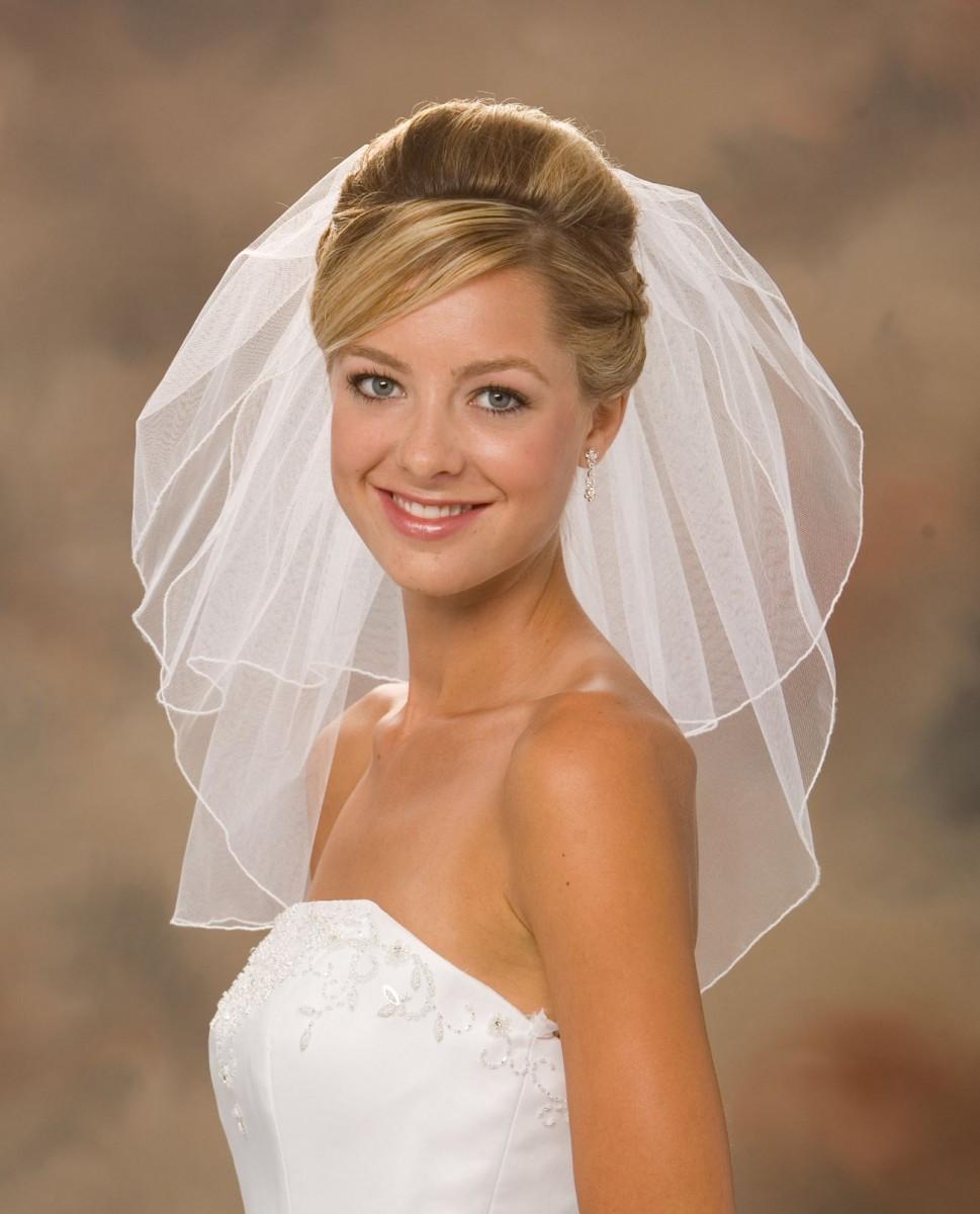 свадебная короткая причёска с фатой.