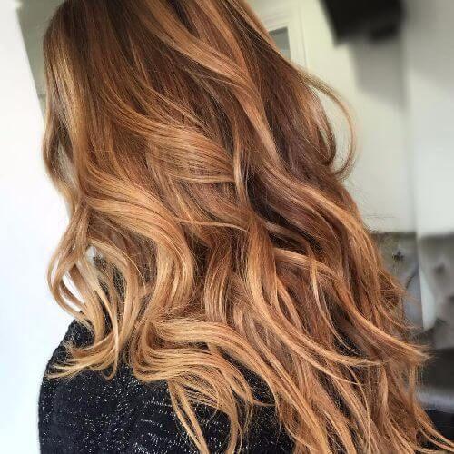 рваная форма стрижки каскад на вьющихся волосах -вид сзади