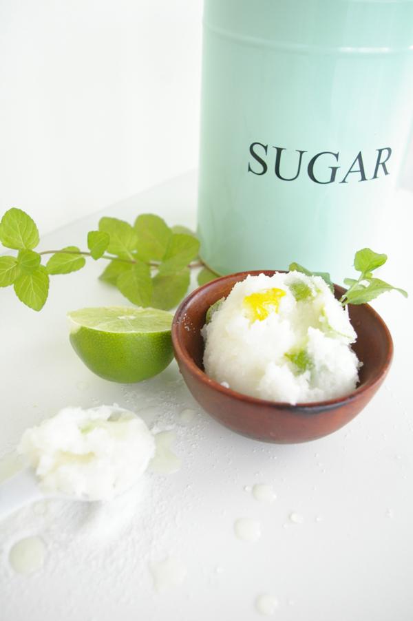 Сахарный скраб в домашних условиях. Сахар – натуральное средство для обновления кожи.