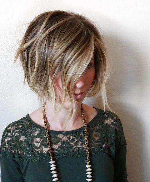 Небрежно уложенные волосы в прическе каре