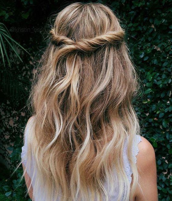 Новая версия прически мальвинка для длинных волос