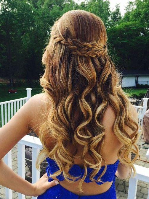 Прическа для длинных волос в слегка небрежном стиле с завитыми локонами