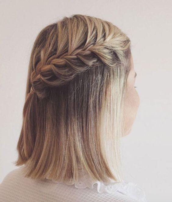 Коса сбоку - фото прически для коротких волос
