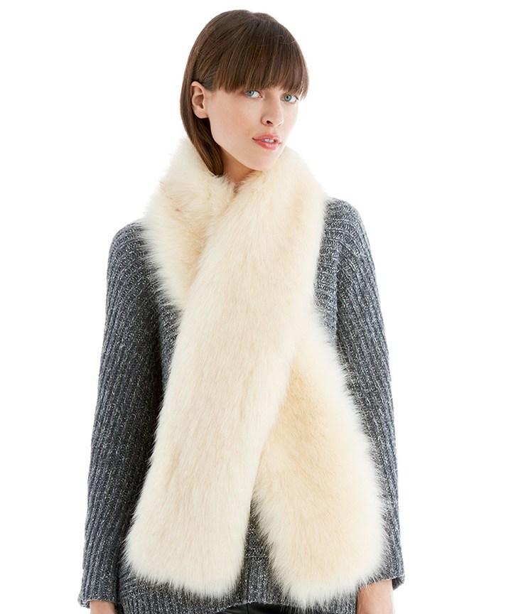 Меховой шарф: как носить модный аксессуар?