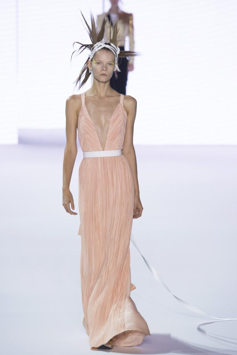 Платье модного цвета розовый кварц 2017 - фото обзор коллекции Haider Ackermann.