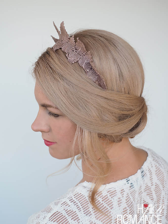 Нежная причёска с косой, собранной в пучок - фото мастер-класс