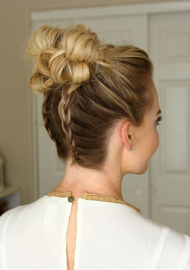 Пучок с косичками - новая прическа на средние волосы - фото мастер-класс