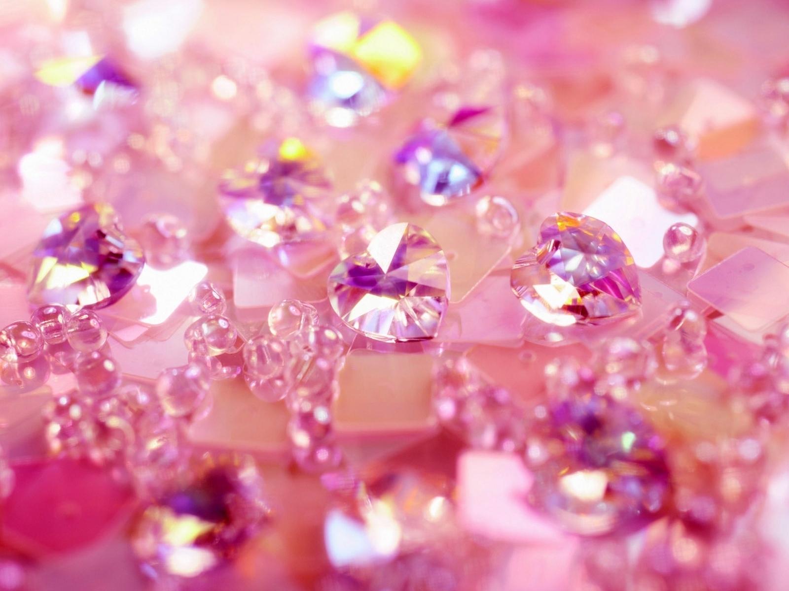 Розовые камни: 5 драгоценных самоцветов