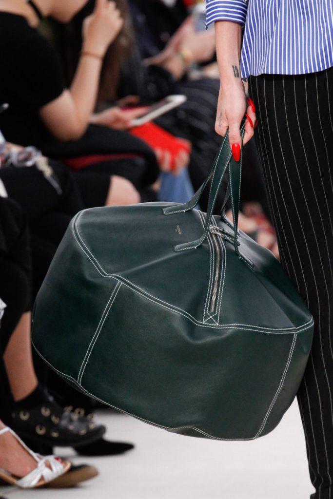 Модные сумки 2017: большая вместительная сумка черного цвета - фото обзор коллекции Balenciaga.
