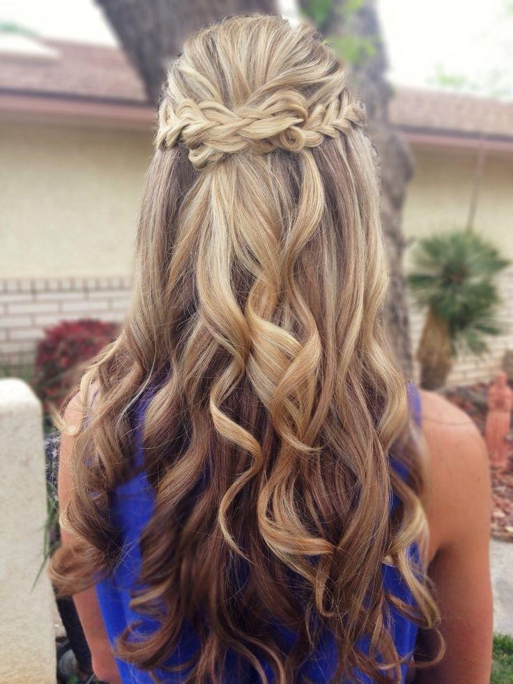 Прическа с длинными волосами с локонами и косой