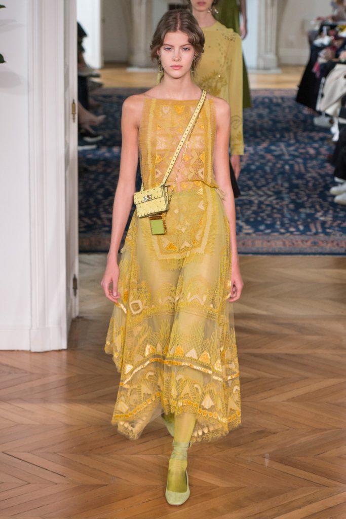 1612463b455 Платье длинное в пол желто-оливкового оттенка с туфлями балетками  оливкового цвета - фото новой