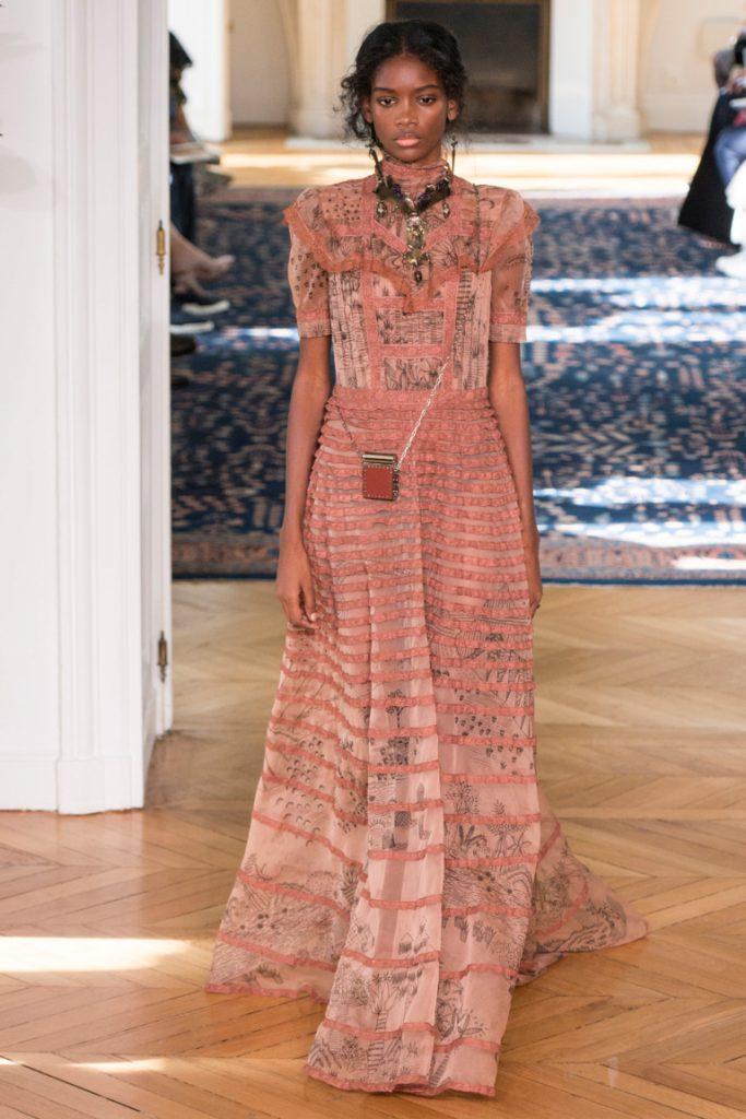 ee7cc1186b0 Длинное расклешенное платье в пол розово-бежевых тонов с принтов в полоску  - фото новой