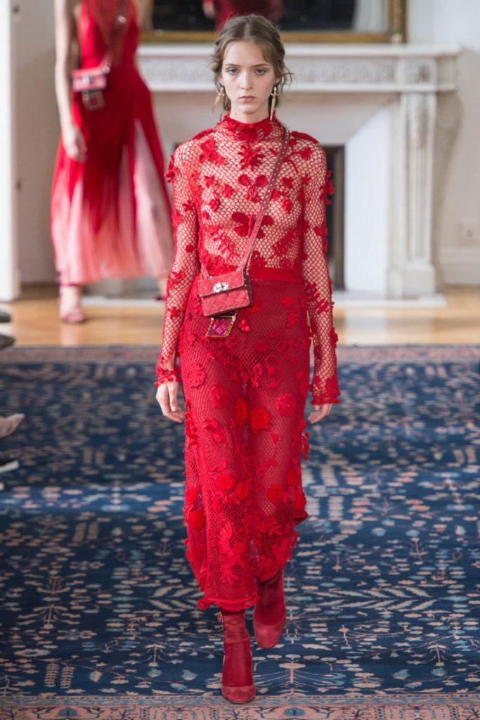 08e2ad7029b Длинное платье красного цвета - фото новой коллекции Valentino весна-лето  2017.